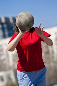 Free Girl Throwing The Ball Stock Photography - 16377322