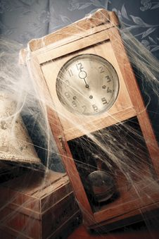 Free Vintage Wall Clock Full Of Cobwebs Stock Images - 16378524