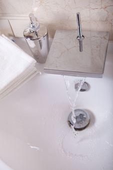 Free Bathroom Royalty Free Stock Photo - 16390645