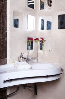Free Bathroom Royalty Free Stock Photo - 16390695