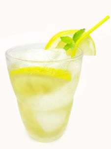 Free Yellow Lemonade With Lemon And Ice Royalty Free Stock Photo - 16392175