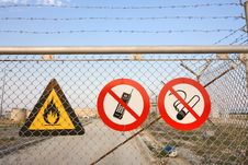 Free Fence With Warning Signs Stock Photos - 16392923