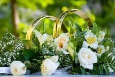 Free Wedding Flower Arrangement With White Roses Royalty Free Stock Image - 16393356