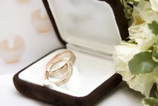 Free Wedding Rings And Bouquet Royalty Free Stock Image - 16395066