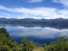 Free Mountains Mirrored On A Lake Royalty Free Stock Photography - 16395367