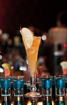 Long Apple Cocktail With Four Blue Shots Stock Photography