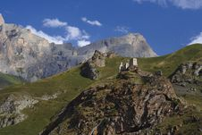 Free Castle And Mountains Royalty Free Stock Photography - 16398907