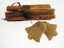 Gingerbreads & Cinnamon Royalty Free Stock Photography