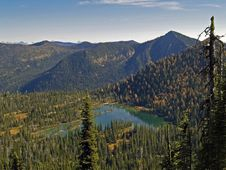 Free High Mountain Lake In The Autumn Royalty Free Stock Images - 1645549