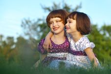 Free Two Happy Girl Royalty Free Stock Photos - 16400348