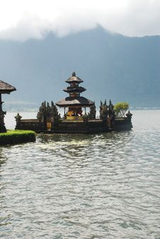 Free Floating Temple Royalty Free Stock Photography - 16407327