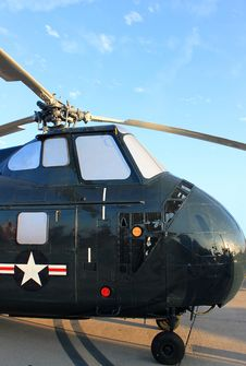 Free Old Military Helicopter Royalty Free Stock Photography - 16411407