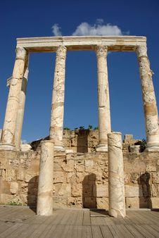 Free Roman Columns, Libya Royalty Free Stock Image - 16416066