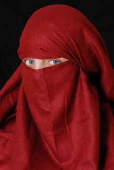Free Slamic Girl Wearing Hijab Royalty Free Stock Photography - 16418237