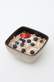 Free Bowl Of Cereal And Fruits Royalty Free Stock Photos - 16419508