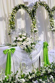 Free White Flowers At Wedding Royalty Free Stock Photo - 16422385