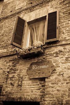 Free Window To Città Della Pieve Stock Image - 16429901