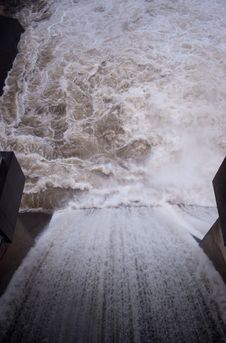Free Over The Dam Spillway Vertical Stock Photography - 16436012