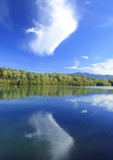 Free Blue Lake In Autumn Royalty Free Stock Photography - 16436827