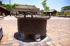 Free Bronze Cauldron Royalty Free Stock Photo - 16453075