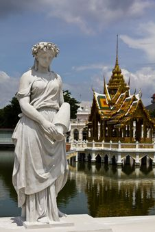 Free Statue At Bang Pa-In Palace Ayutthaya Thailand Royalty Free Stock Photography - 16454727