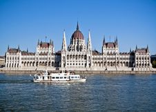Free Hungarian Parliament With A Ship Stock Photos - 16461003