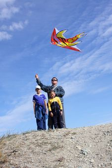 Free Father With Children And With A Kite Stock Photos - 16465903