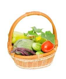 Free Wattled Basket With Vegetables Royalty Free Stock Images - 16466569