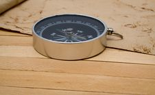 Free Compass With An Old Paper Royalty Free Stock Image - 16466926