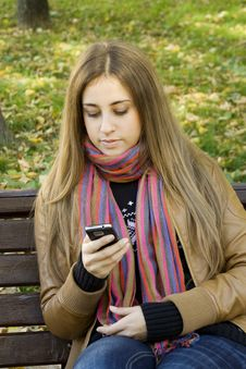 Free Woman Using Cell Phone Royalty Free Stock Photos - 16469038