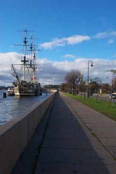 Free Quay Yard Neva River Royalty Free Stock Photography - 16481027