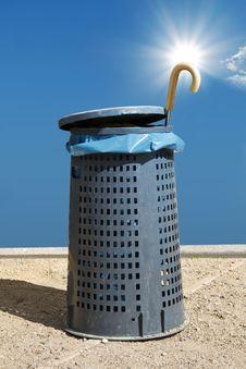 Free Umbrella Wastepaper Basket Royalty Free Stock Photography - 16481037