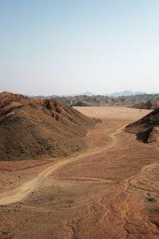Free Desert Road Royalty Free Stock Photo - 16482125