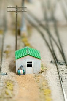 Free Miniture Cabin Royalty Free Stock Photos - 16483198