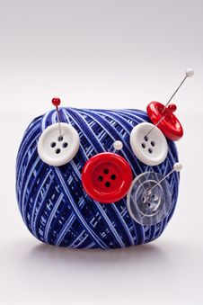 Free Pins In Wool Ball With Buttons Royalty Free Stock Image - 16485046