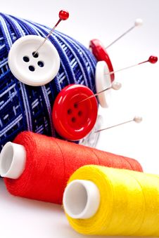 Free Pins In Wool Ball With Buttons Royalty Free Stock Photography - 16485177