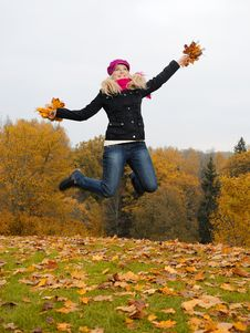 Free Beautiful Girl With Autumn Leafs In A Park Jumping Royalty Free Stock Images - 16489679