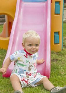 Free Toddler On Slide Royalty Free Stock Photos - 16490358