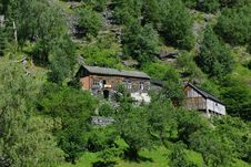Free Traditional Wooden Houses Near Geiranger, Norway Royalty Free Stock Images - 16492259