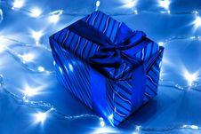 Free Gift Box And Garland Royalty Free Stock Photos - 16496928
