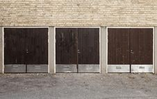 Free Worn Garage Doors Stock Photography - 16497052