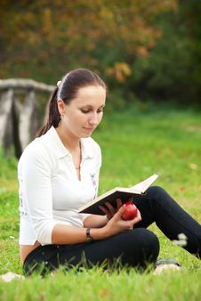 Free Young Woman Sitting On Grass And Reading Book Stock Photos - 16497913