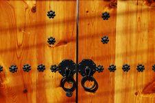 Free Traditional Korean Wooden Door Knob Stock Images - 16498884