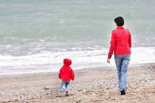 Free Mother And Child On Beach Royalty Free Stock Photo - 16499195