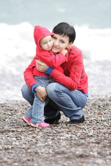 Free Mother And Child On Sea Background Stock Photography - 16499202
