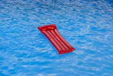 Free Lilo On Pool Royalty Free Stock Image - 1650556