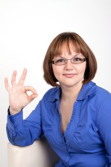 The Young Woman Shows A Sign On Ok Royalty Free Stock Image