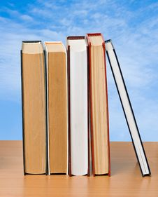 Free Row Of Books Royalty Free Stock Photos - 16508308