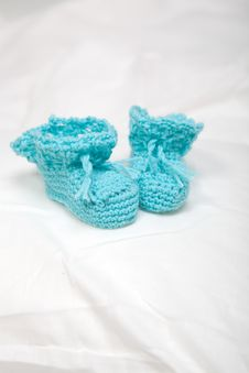 Free Knitted Shoes Royalty Free Stock Photos - 16510148