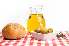Free Olive Oil, Green Olives And Bread Royalty Free Stock Photos - 16515148